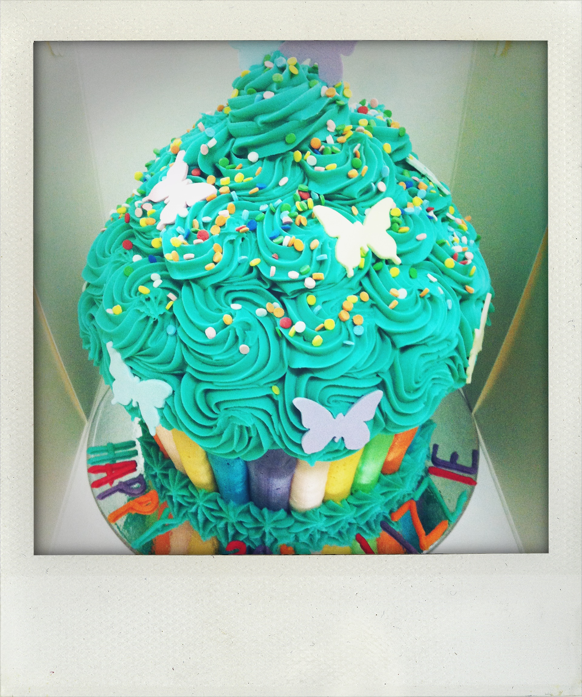 How to decorate a cupcake cake!   Parsley & Dill